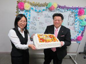 所長からケーキのプレゼント!